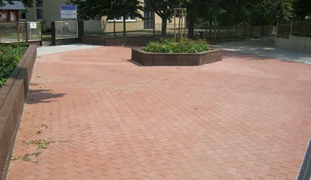 Százhalombatta út- és járdarekonstrukciós munkák 2012